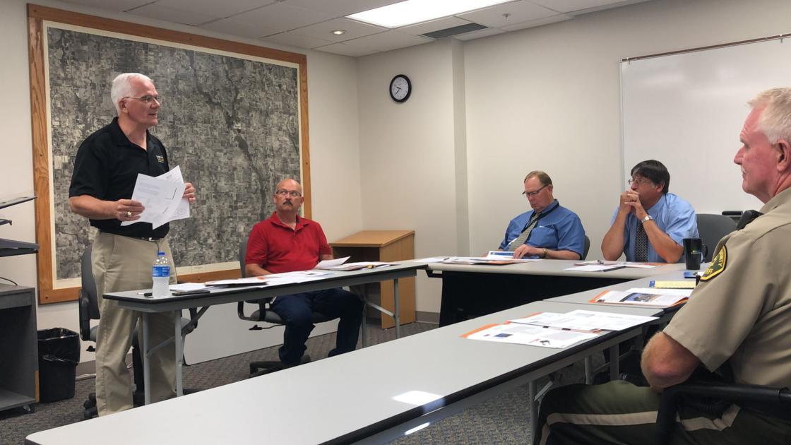 Photo of Larry Steffen giving a solar seminar
