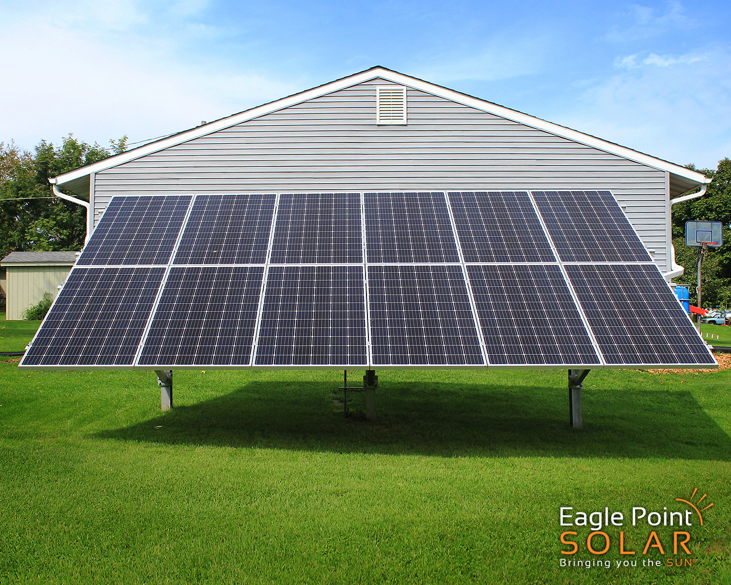 PHOTO OF GROUND MOUNTED SOLAR ARRAY COLE RESIDENTIAL, ILLINOIS_V1