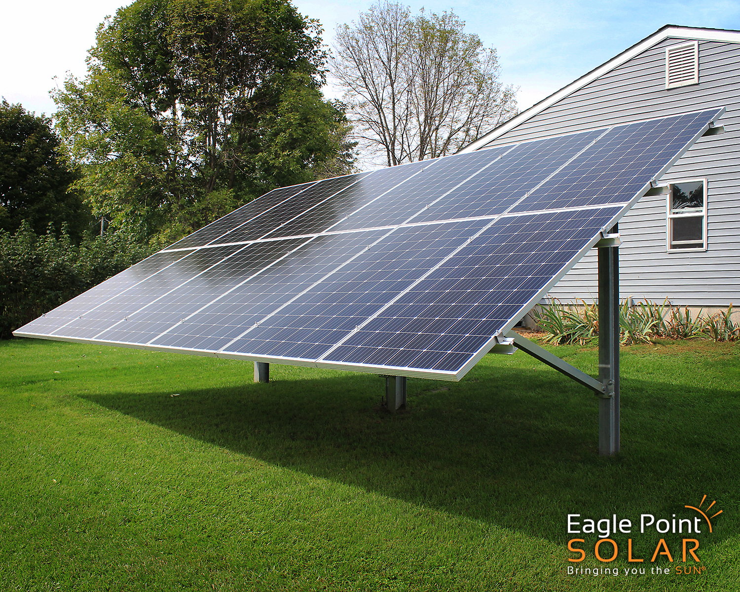 PHOTO OF GROUND MOUNTED SOLAR ARRAY COLE RESIDENTIAL, ILLINOIS_V2