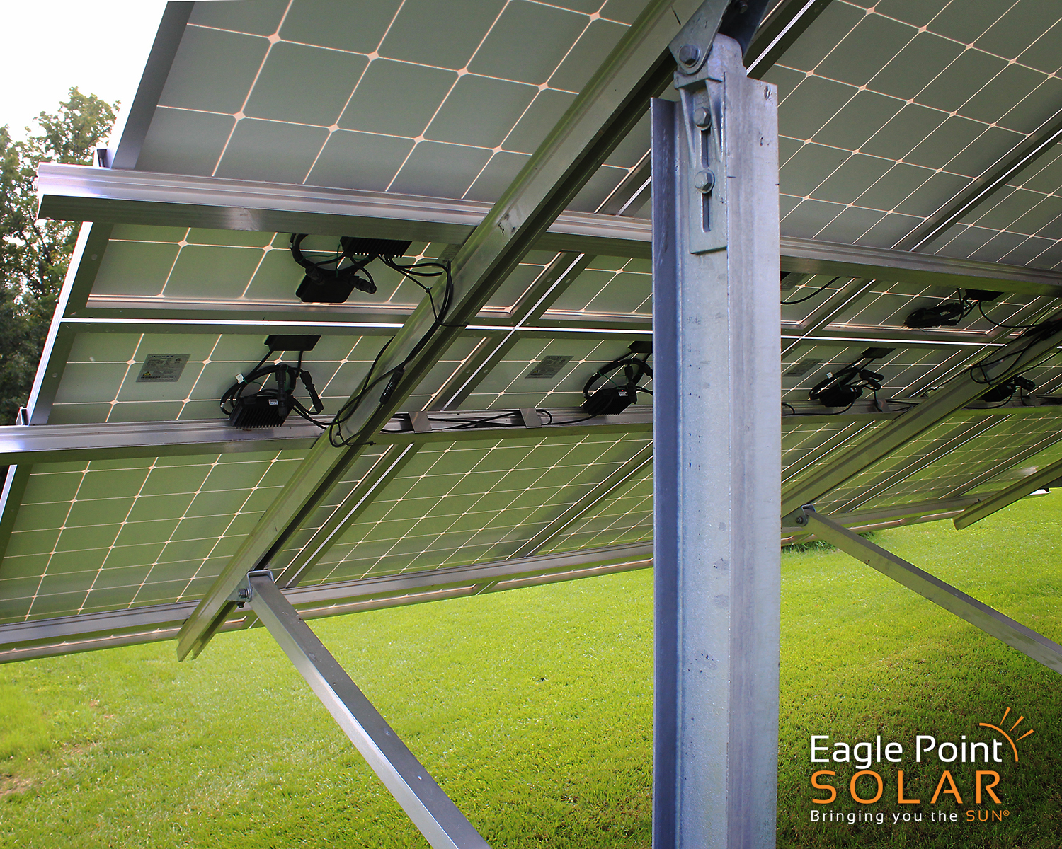 PHOTO OF GROUND MOUNTED SOLAR ARRAY COLE RESIDENTIAL, ILLINOIS_V4